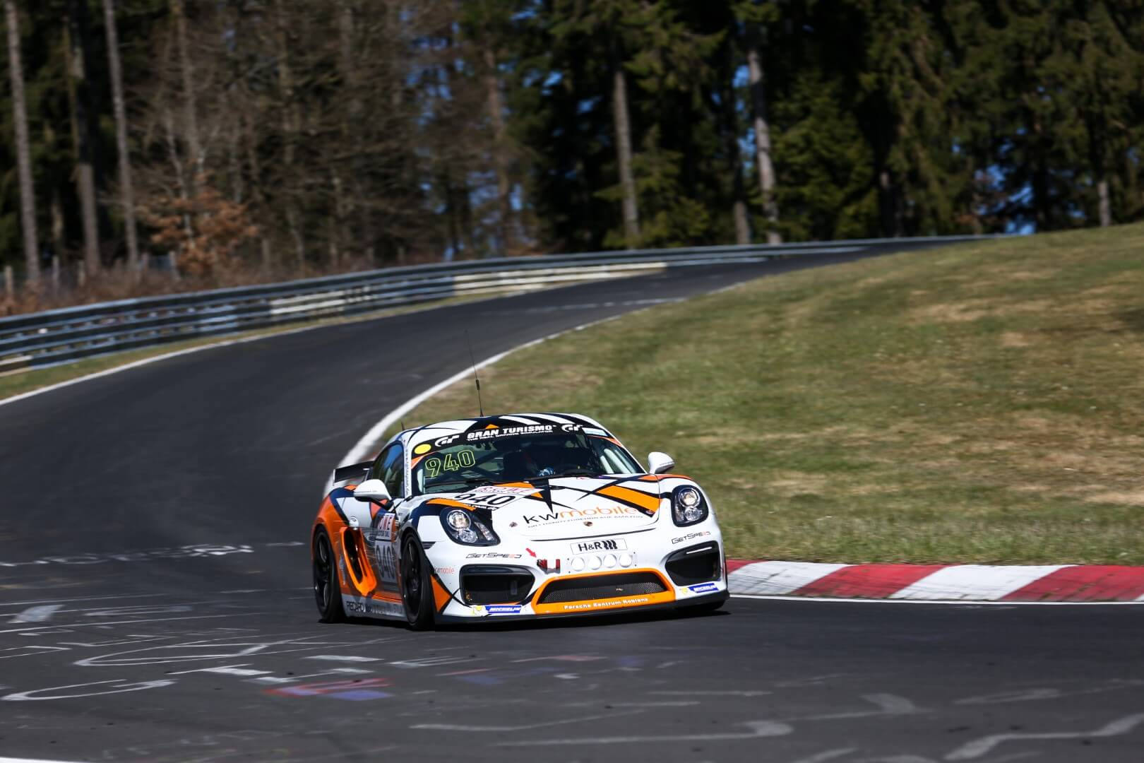 VLN 1. Lauf 2018, Nürburgring-Nordschleife - Foto: Gruppe C Photography; #940 Porsche Cayman GT4, GIGASPEED Team GetSpeed Performance: 'Max', 'Jens'